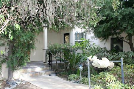 Chic Bel Air 1 Bdrm Private entry Perfect Location - 洛杉矶 - 独立屋