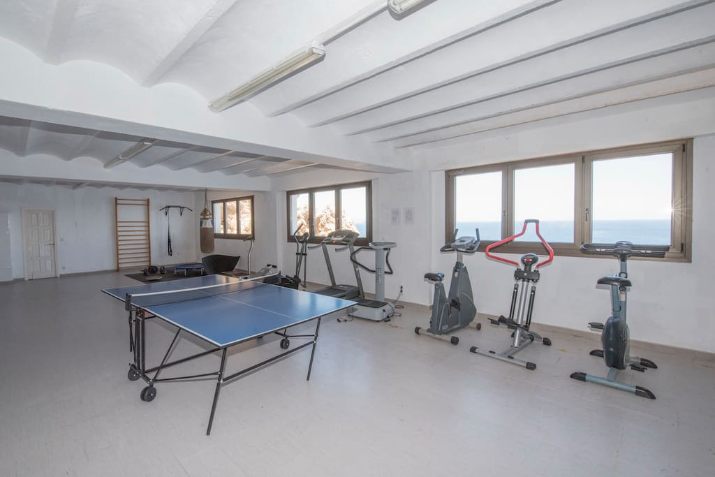 Free Gym fully equiped