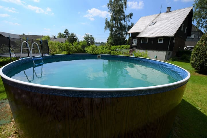 Detached holiday home with garden pool and large, fenced garden