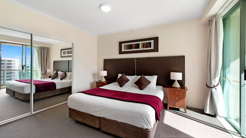 Surfers Paradise Beautiful Comfortable and Cheap Hotel Room