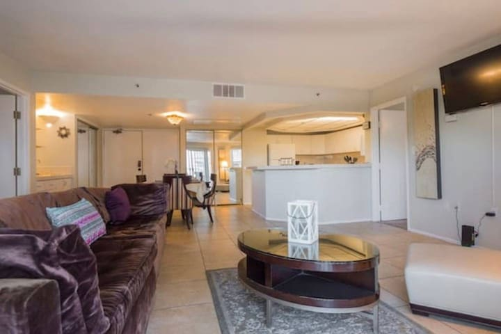 (C423) Great 2b/2b near Conv. Center for up to 6!
