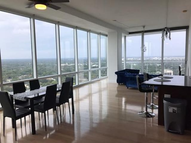 Lake View High Floor Penthouse