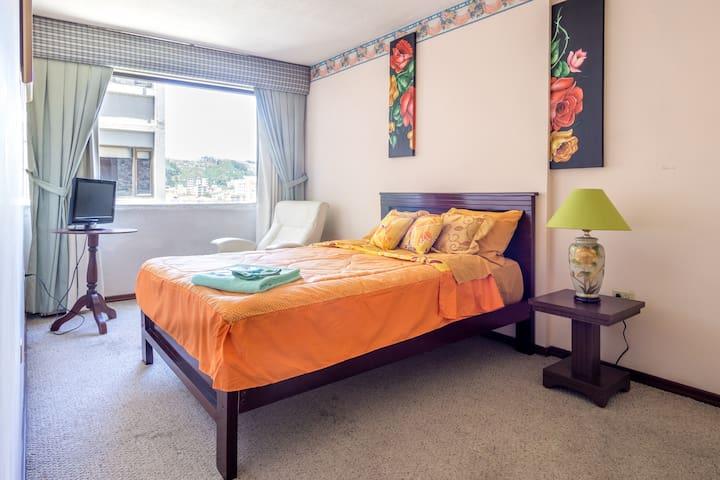 Acogedora habitación con excelente ubicación.