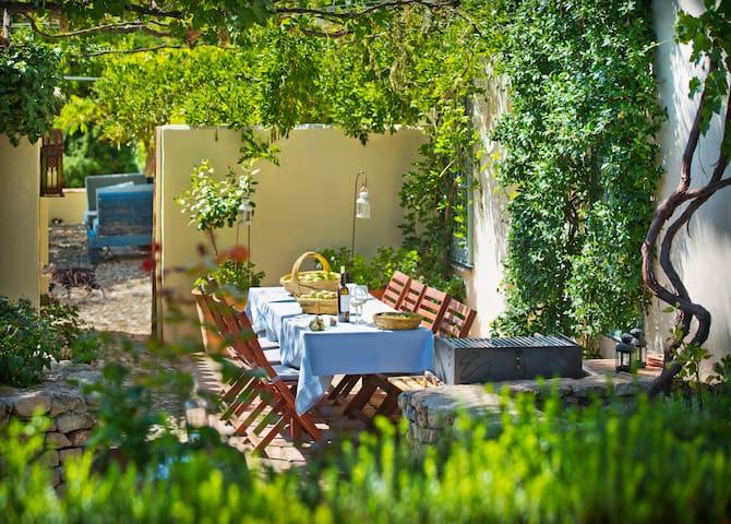 Beautiful Ronda villa with pool and pool table