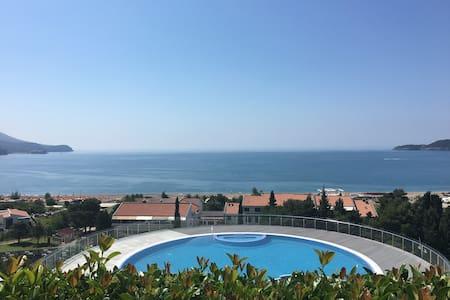 Апартамент с лужайкой и видом на море  С01 - Bečići
