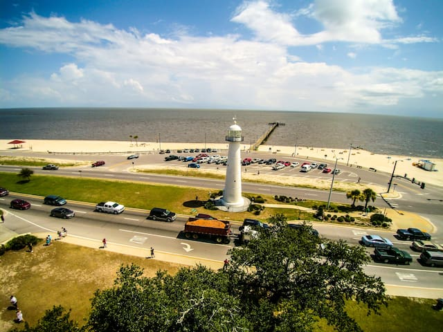 Beach Condo 89. Walk to beach, restaurants . Pool! - Biloxi - Condominium
