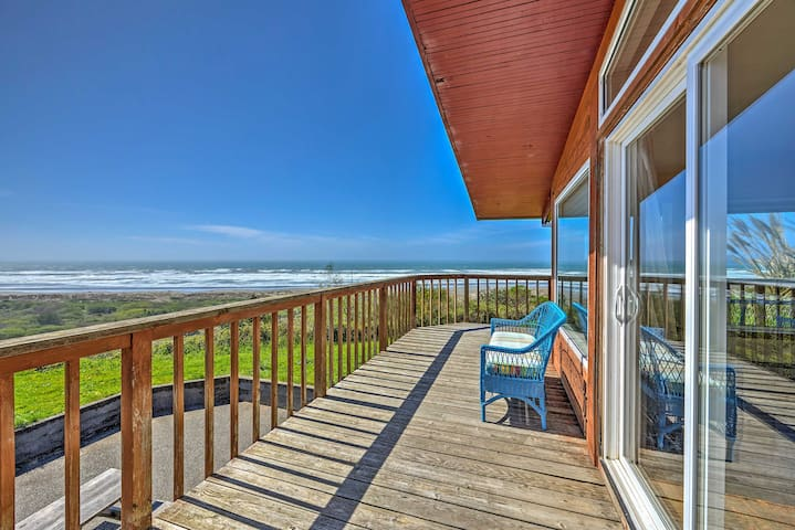Oceanfront 'Clam Beach House' w/Views & Hot Tub!