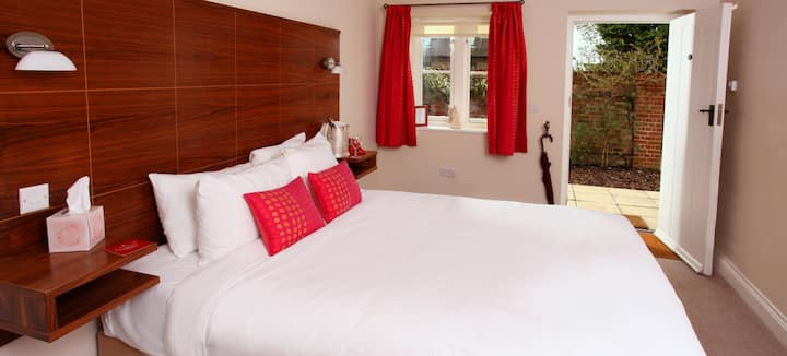 Stylish en-suite room w/ secure parking