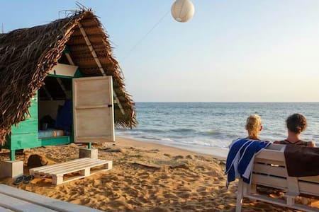 Take It Easy - Beach Huts - Boossa - Stråhytte