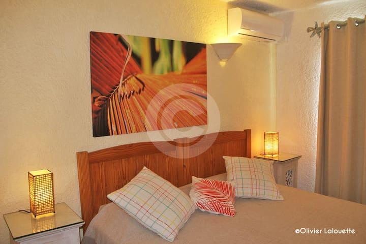 3ème chambre. Lits simples / double. 3rd bedroom. Single beds /or double. Au choix.