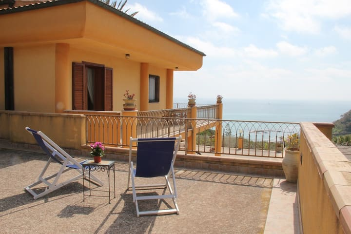 Villa sul mare, 5, parking and free wifi - Sciacca - House