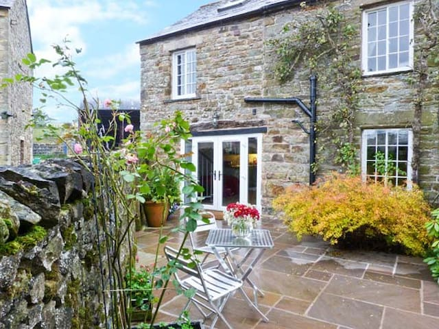 THE GRANARY, pet friendly in Maulds Meaburn, Ref 20541