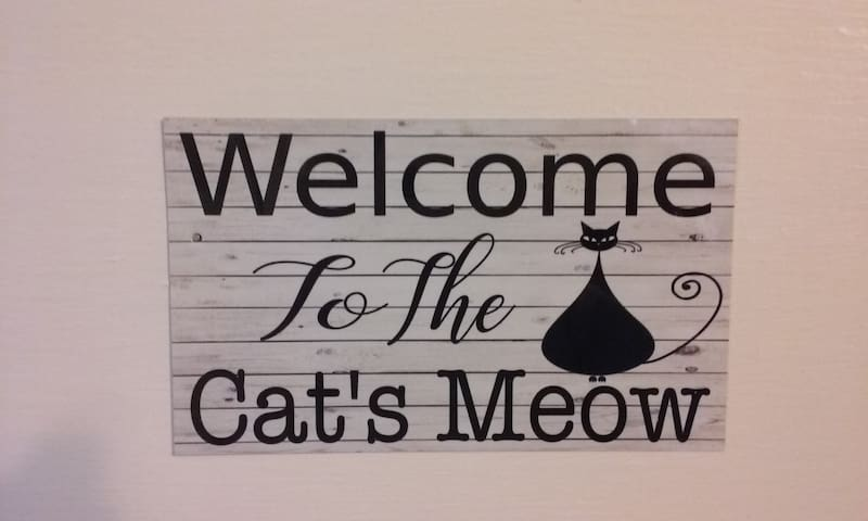 Welcome To The Cat's Meow Door Sign
