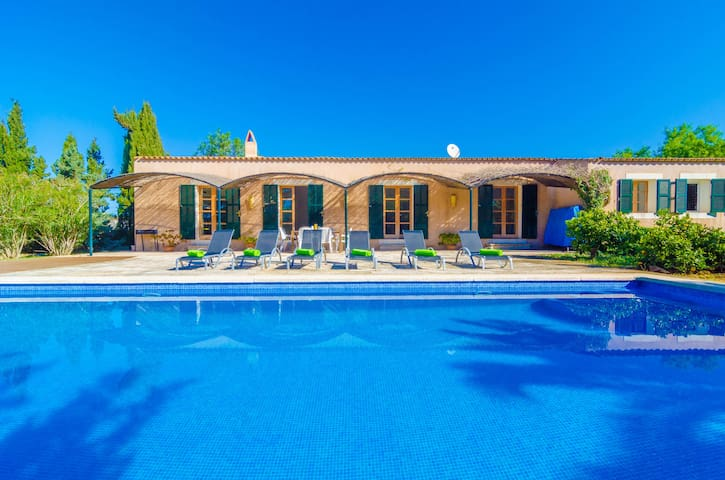 PETIT LLOMBARDS - Villa for 6 people in Es Llombards.