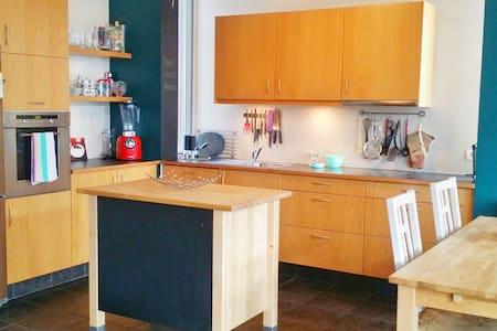 Modern apartment close to the mall - Akureyri - Apartment