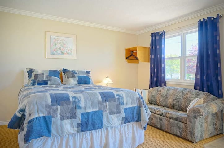 Private Queen Suite at Green Acres Summerside