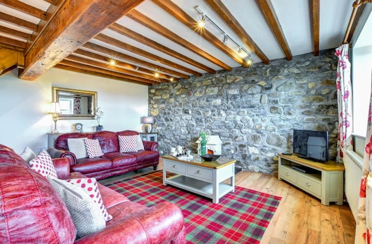 Large 5 star family cottage, Abersoch