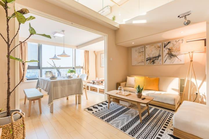 Lisen2·林森公寓银泰旁榻榻米巨屏投影舒适两床环境优美