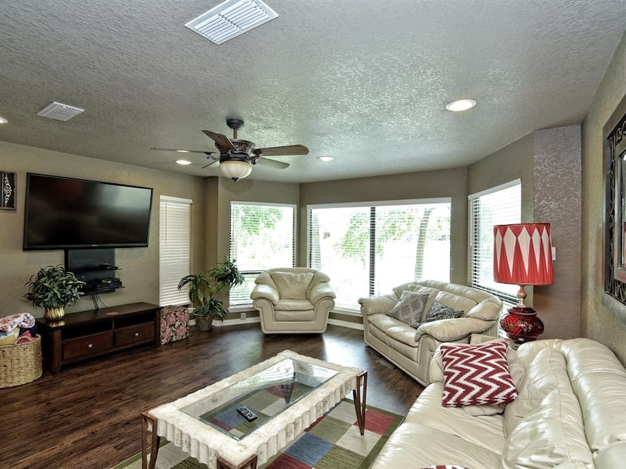 Comal River 349-Living Room