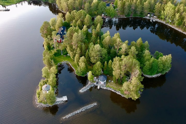 Linnéaholmen: Private island reached by footbridge