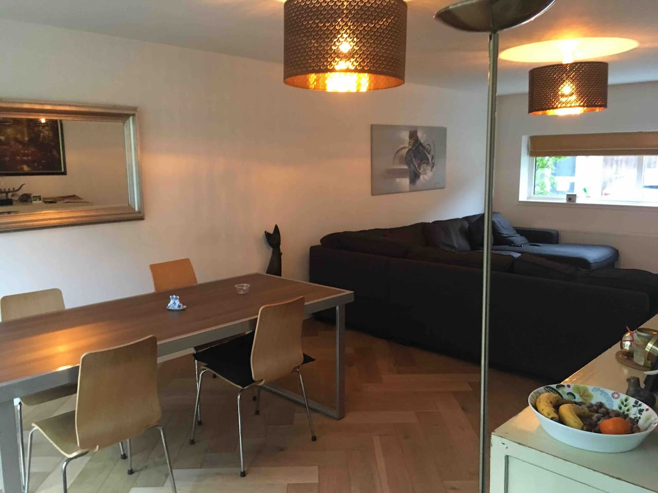 Spacious family home 15 min tram from city centre