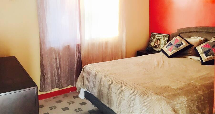 一室一厅98美元,一月28到2月3满,两室一厅248加床可以六人入住 - Saipan - Appartement