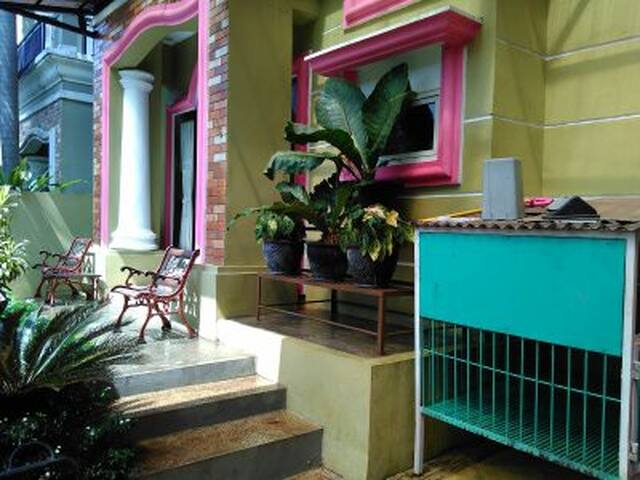 A Cozy Home in Cibubur - Gunung Putri - Casa