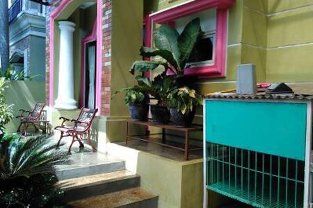 A Cozy Home in Cibubur - Gunung Putri - บ้าน