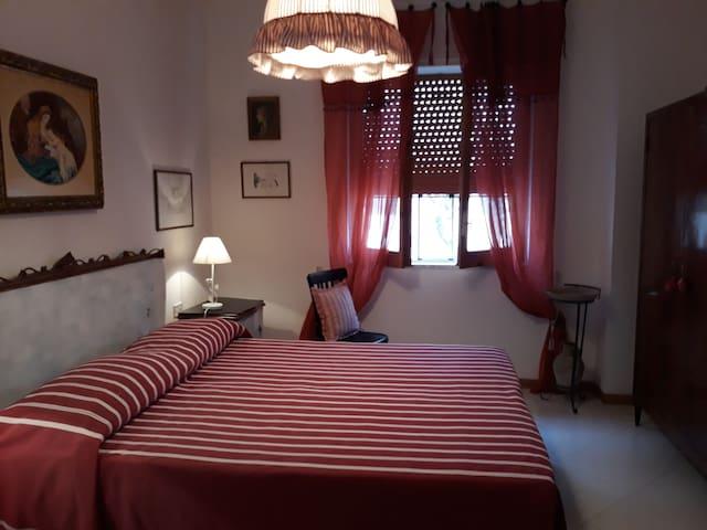 Camera da letto bordeaux