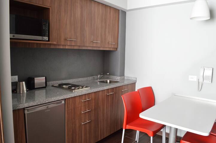 Nuevo Bien Ubicado Suite & Hotel con 2 camas matri