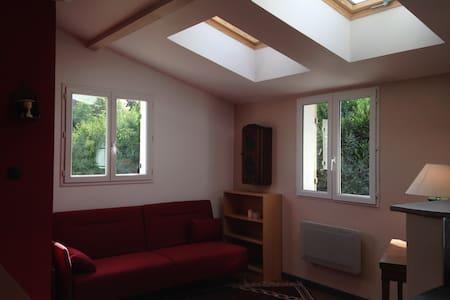 Studio Neuf Meublé dans une maison - Sorel-Moussel - 公寓