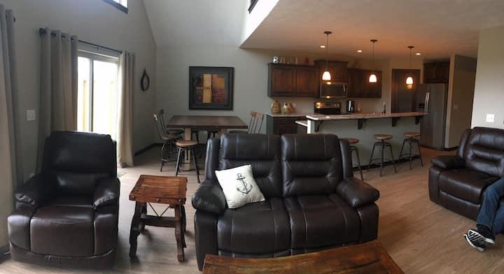 Brand new cabin with backyard pool!