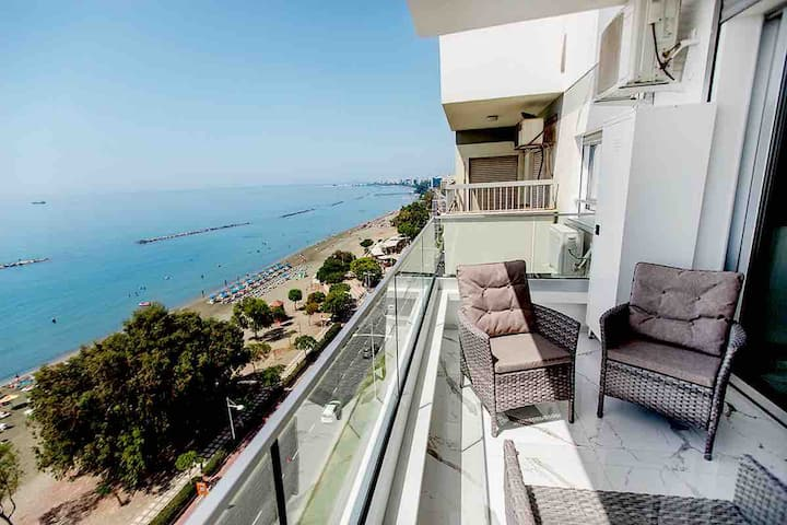 Luxury 2BDR apartment  with stunning sea view