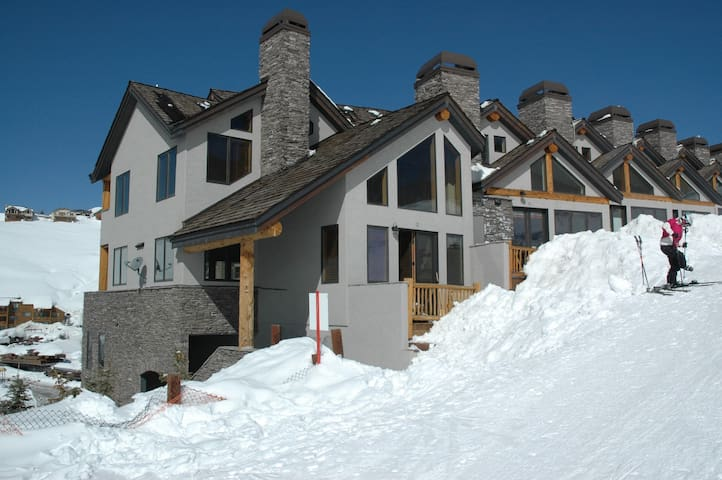 Truly ski in and out/ Luxury Condo - Mount Crested Butte