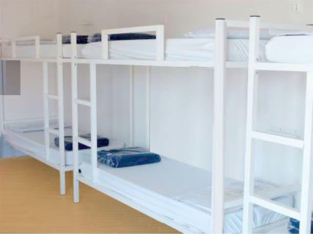 IPE 33 - Cama em Hostel