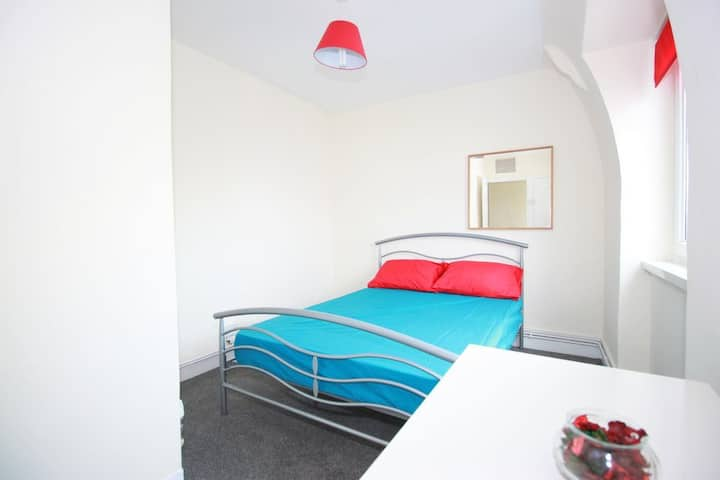 Stockwell - Bright double room