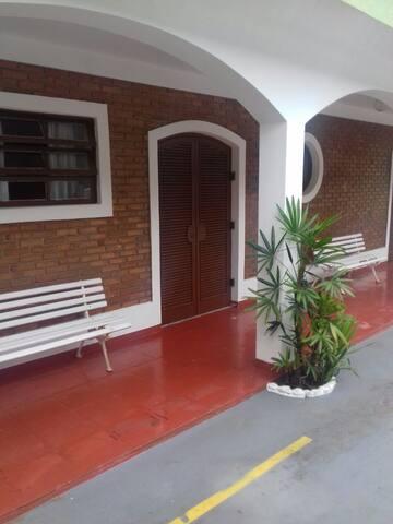Ótima localização / Comodidade Praia - Comércio - Ubatuba - Apartment