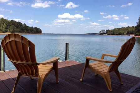 Great Dam View! LAKEFRONT 3BR/2B at Lake Hartwell - Hartwell - Dom