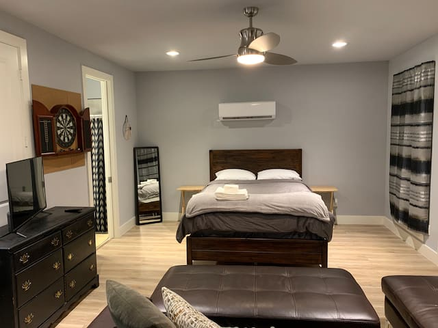 Master Bedroom w Private Entrance Near Deep Ellum