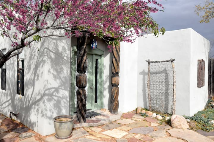 Charming private Santa Fe Casita