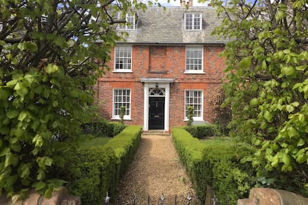 Georgian House in the Country - Aspley Guise - 一軒家