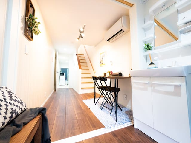 Private white house 45㎡/2 floors/near Namba