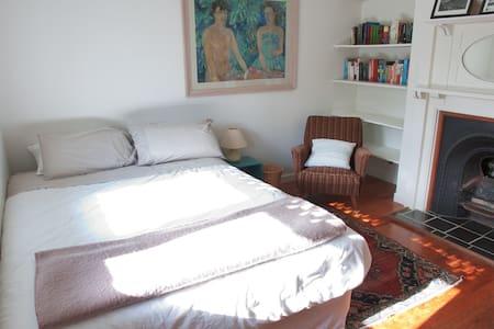 Comfortable room in centrally-located villa - Auckland - Casa
