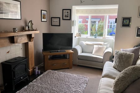 Lovely two bed house 10 mins walk from the sea