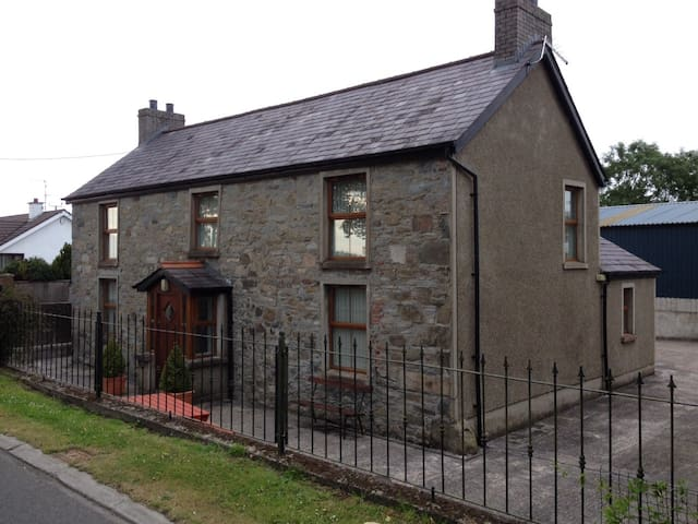 Grove Fort Self Catering Farmhouse. - Dromara - Hus
