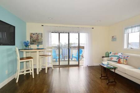 Hip Loft Suite on the River - Freeport