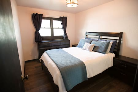 Cozy room in downtown CB - 連棟住宅