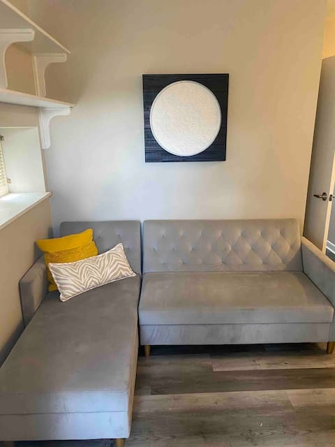 Your sanctuary awaits/1-bedroom downtown apartment
