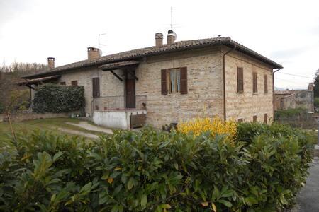 Casolare nella campagna urbinate - Urbino