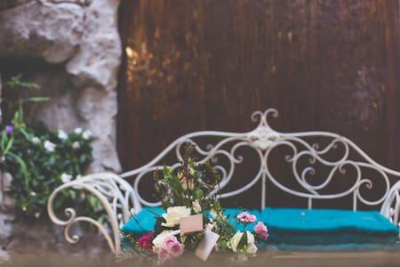 Romantico in centro storico Chieri - Chieri - Bed & Breakfast